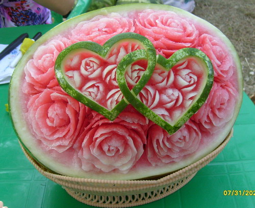 Как сделать из арбуза розу видео